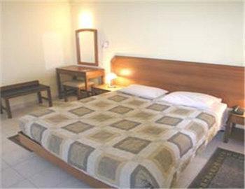 Var Hotel  Lagonissi